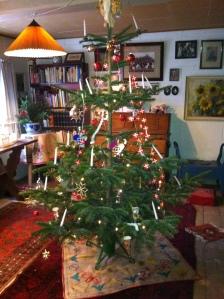 Juletræet med sin pynt ....
